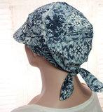 Katoenen chemo bandana met klepje kleur blauw met print_