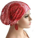 Chemomuts beanie bij haarverlies kleur rood roze rozen print maat one size_