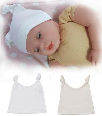 Babymutsje van organic cotton met twee knoopjes