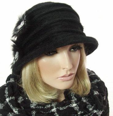 Elegant wollen dameshoedje in cloche model zwart met strass versiering