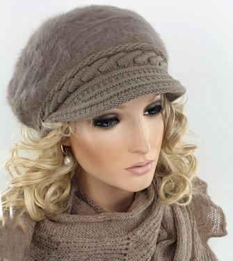 Warme fluffy dames winterpet baret met klepje kleur taupe maat one size