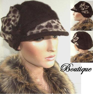 Donkerbruine winterbaret met leopard details