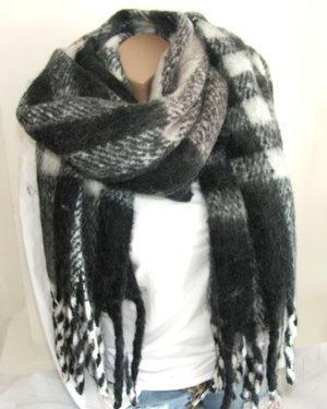 Heerlijk warme dikke wintersjaal zwart wit lichtroze geblokt