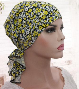 Zwarte Chemo muts hoofddoekje met gele bloemetjes