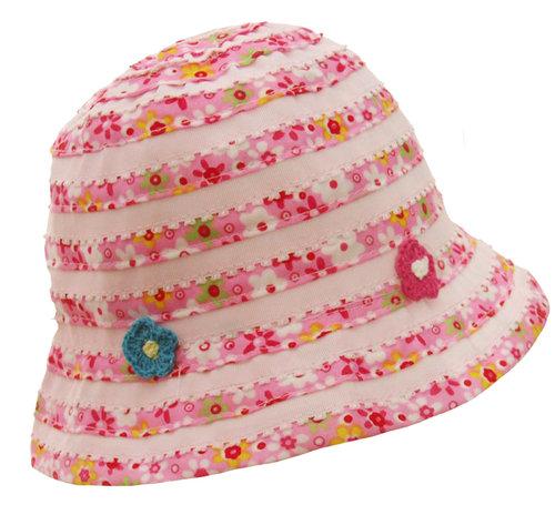 Leuk meisjes zomerhoedje met bloemetjes in wit en roze