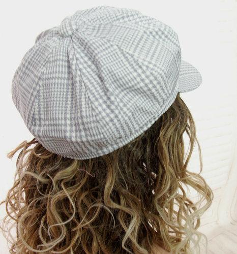 Zomers baretje met ruitje kleur grijs wit