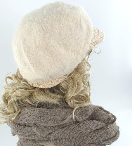 Warme fluffy dames winterpet baret met klepje kleur creme maat one size
