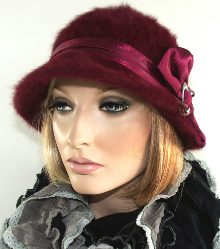 Leuk angora dames hoedje in bordeaux rood