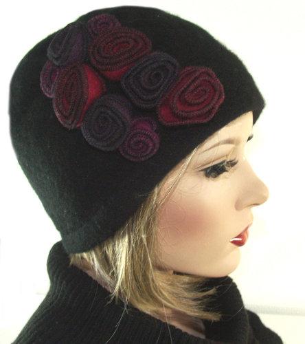 Luxe korte damesmuts van wol met versiering