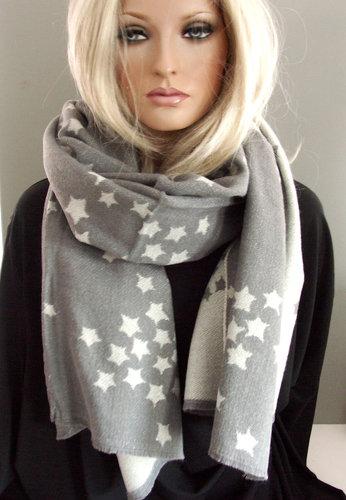 Heerlijk warme wintersjaal met sterren kleur grijs