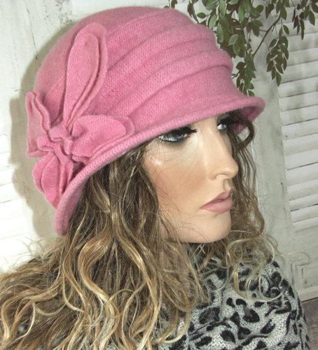 Roze Elegant wollen dameshoedje in cloche model met bloem versiering