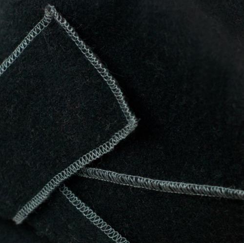 Zwart wollen dameshoedje met strik a-symetrisch