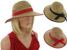 strohoed met rode band strik zomer zomerhoed